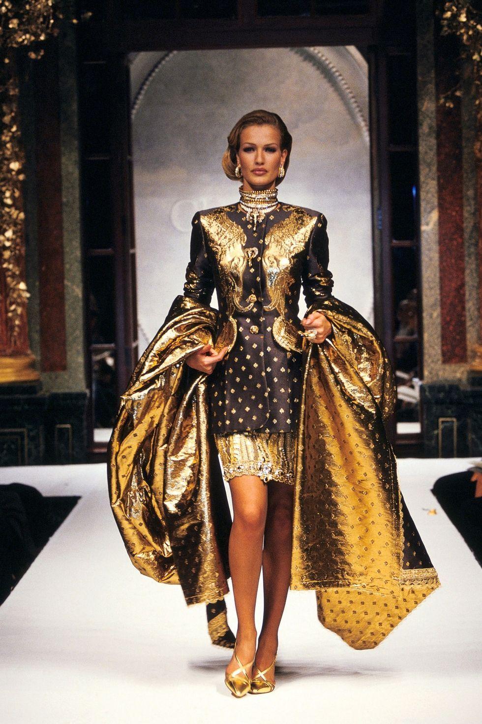 Karen Mulder in Dior 1992