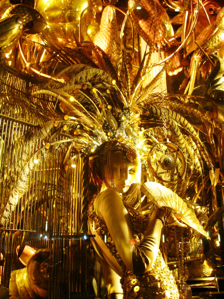 christmas-bergdorf-window-gold-head.jpg