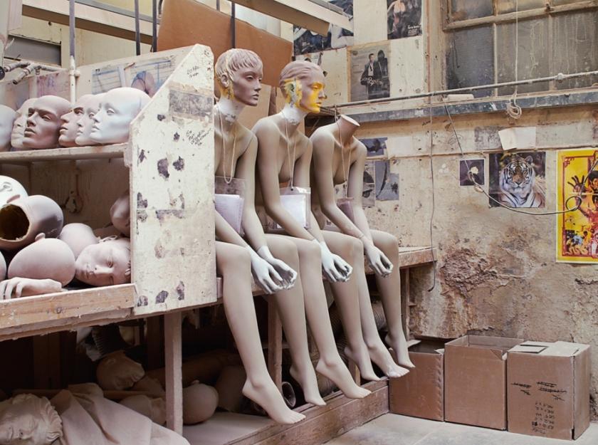 SZ_Stehvermögen (Mannequins)_Bild 03.jpg